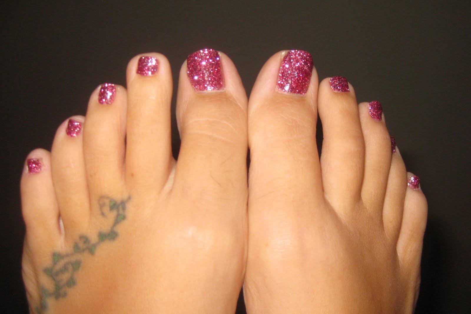 Deb Nails Glitter Toes Giveaway!   YumaMom